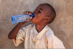 Kristallklares, sauberes Trinkwasser