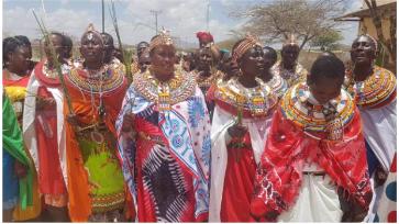 Selbstbewusste Umoja-Frauen feiern den Internationalen Frauentag und demonstrieren in Archer's Post
